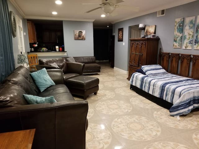 Cozy 3BR 15 Min From French Quarter & Bourbon St.