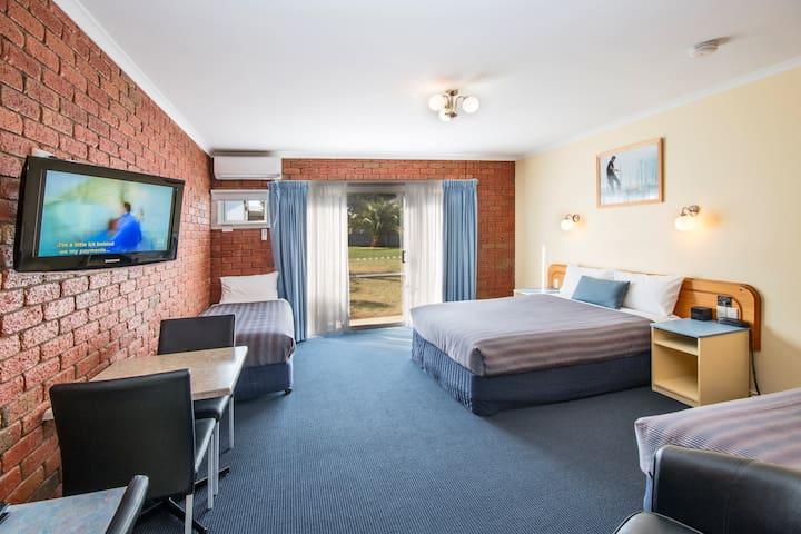 Torquay Tropicana Motel - Family Unit
