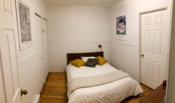 Jolie chambre pour votre séjour à Montréal