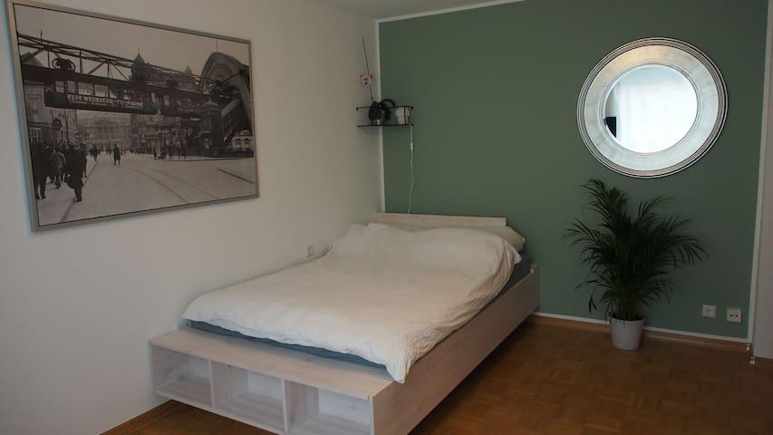 Zimmer mit eigenem Bad, gute Anbindung Hbf u. Uni