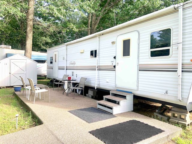 Cozy Camper - Docked