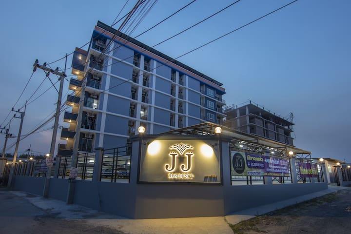 新房首次出租豪华公寓/中文房东  500泰铢/晚 可月租 NEW SERVICE APARTMENT