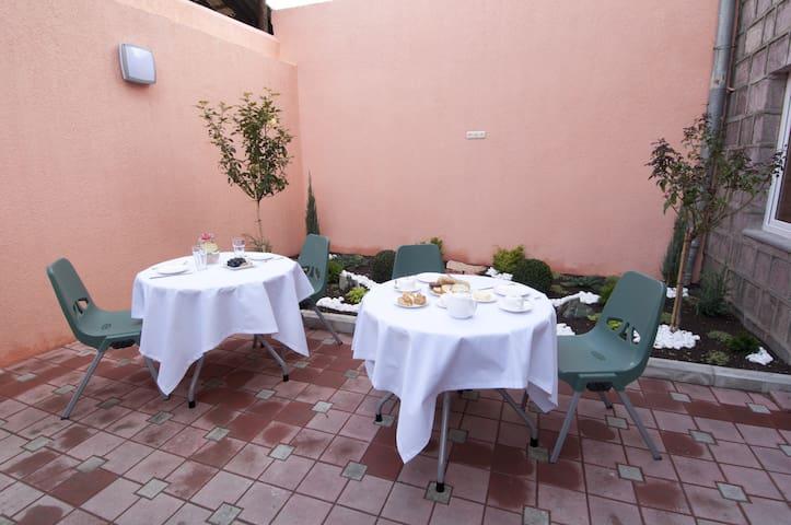 Hostel Albert House - Jerewan - Bed & Breakfast