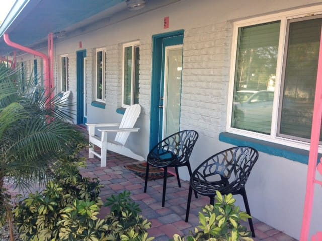 Location, location, location! - Gulfport - Apartment