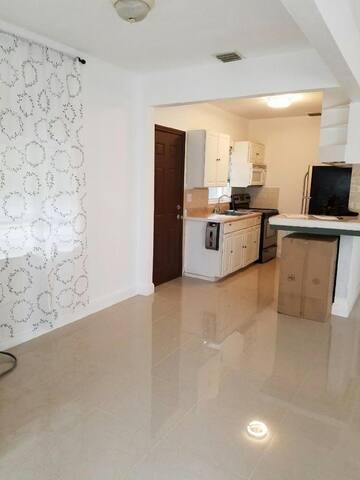 Near Aventura Mall & Beach- your private Home ! - Miami - Casa