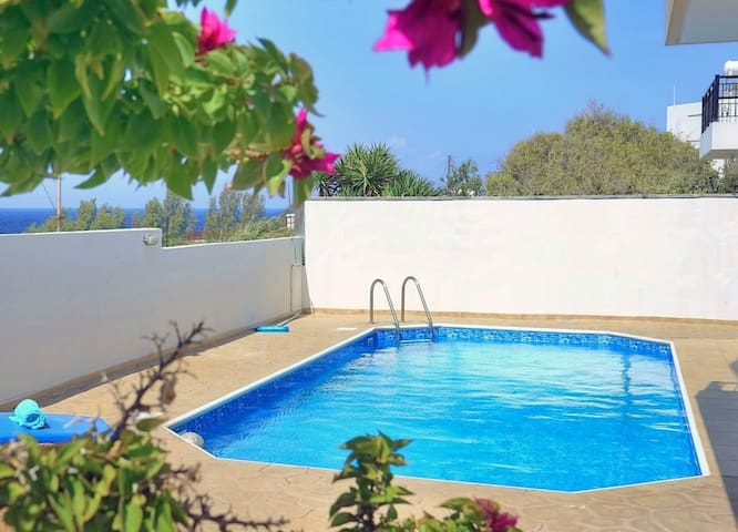 Serene villa ONLY 50m TO THE SEA, sleeps 12, Polis - Pomos - Vila