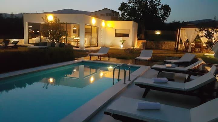 Luxury Villa Luminosa ( with heated  pool )