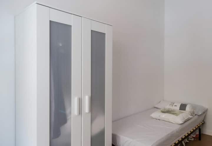 "Room in super Flat ""1755"" Lisbon Parque - 1 Person"