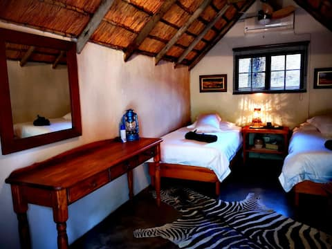 Shumba Safari Lodge Chalet 4: Comfort in the bush