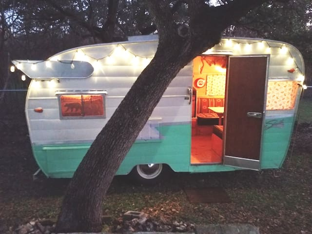 AMAZING 1959 Shasta Camper! Peaceful and Relaxing!