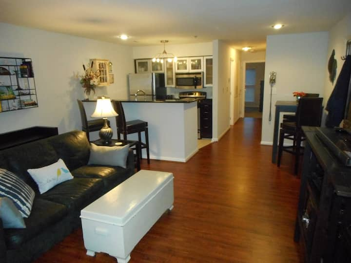 Upscale in Uptown - free parking/very walkable