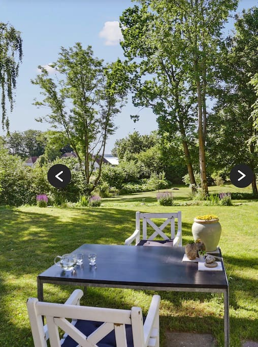 Nice garden with romantic garden-furniture and a lakeview.