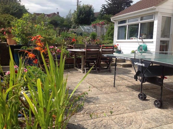 Seaside boat house, free parking. New Cosy retreat