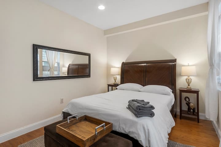 Classic Beauty Private Room in Center City