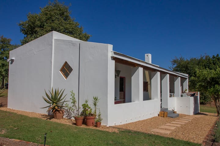 Belfield Wines & Farm Cottages. Apple Rose Cottage - Grabouw - House