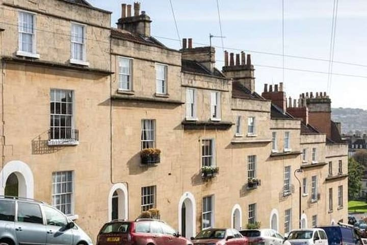 Centrally located Contemporary Grade II Townhouse