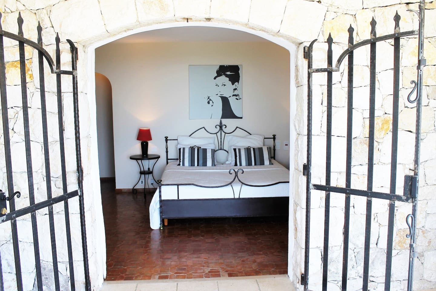spacious bedroom & Bathroom, direct acces to swimming pool