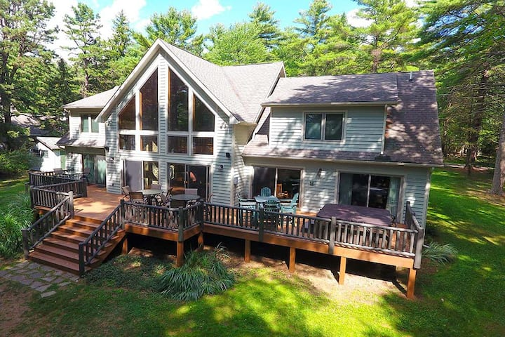 DOGS WELCOME! Lakefront Home w/Private Dock, Hot Tub, Fire Pit, & Pool Table!