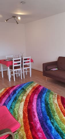 Very close to leeds city centre 20minutes by bus