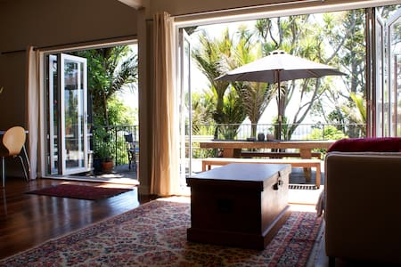 Secluded Treetop Studio - Nikau Suite - Waimauku