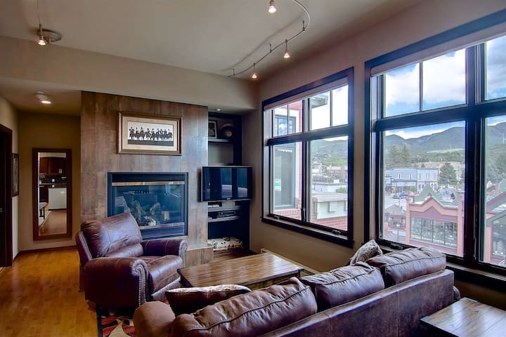 Air-Conditioning, Downtown1/2 Block Off Main St, Great Views, Elevator, Top Floor, Decks, Uber Clean
