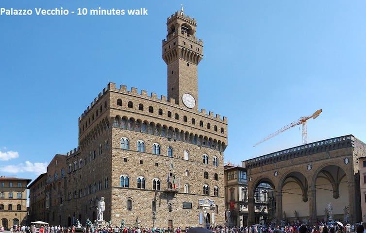 Palazzo Vecchio - 10 minutes walk