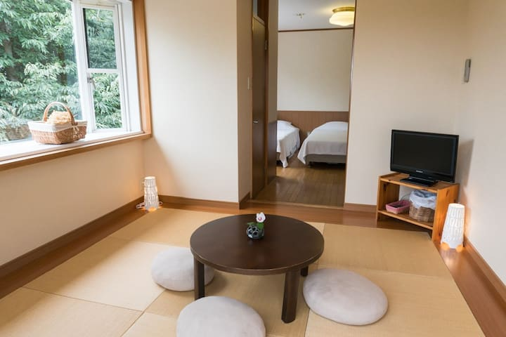 Forest hideout near Osaka! Japanese-Western room.