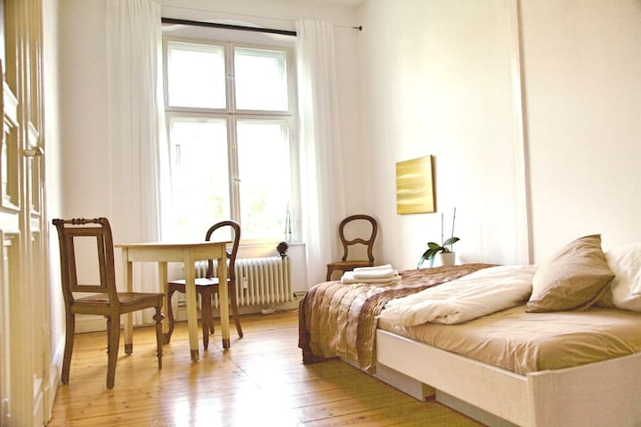A calm, clean and cozy flat very well located. - Berlin - Apartment