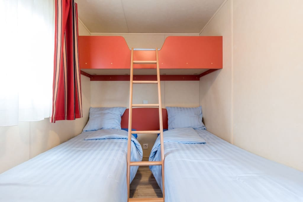 comfortable mobile home f with 2 sleeping rooms guesthouses for rent in heischent diekirch. Black Bedroom Furniture Sets. Home Design Ideas