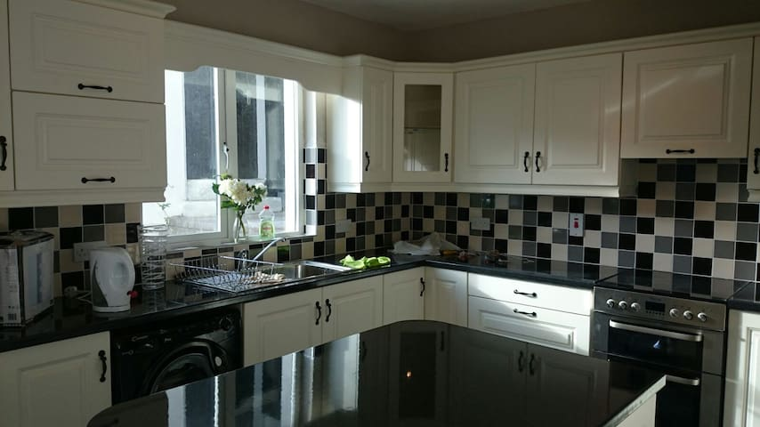 Large Architecturally Designed Home, Tralee 4km - Kerry - House