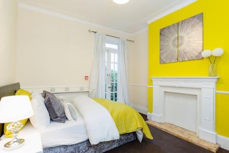 Rozelaar Jones Manor 6-8 Guests Close To London - Thornton Heath - 獨棟