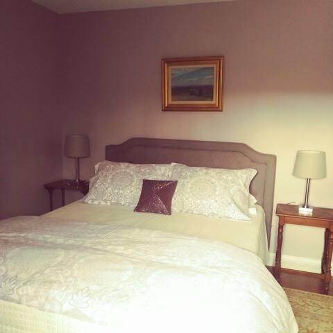 *Filly's Folly*; Queen Bedroom @HurdleHillFarm