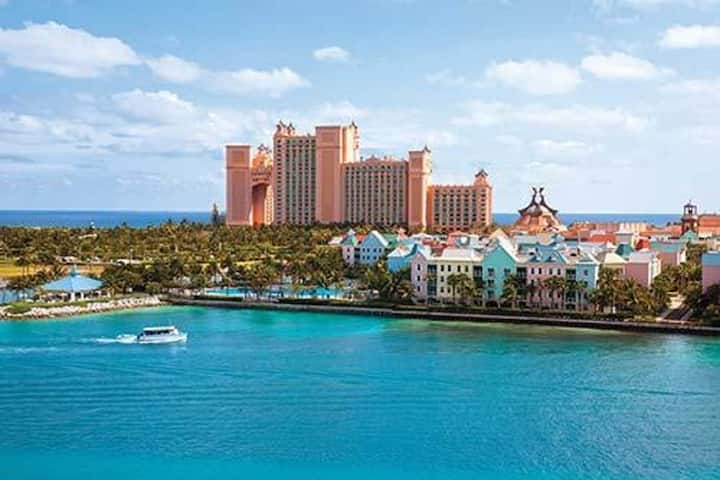 gorgeous 1 BDR Harbor side in Nassau Bahamas
