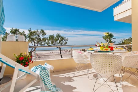 Blue View, apartment in front of the beach.