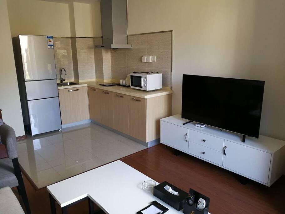 与客厅相连的开放式厨房