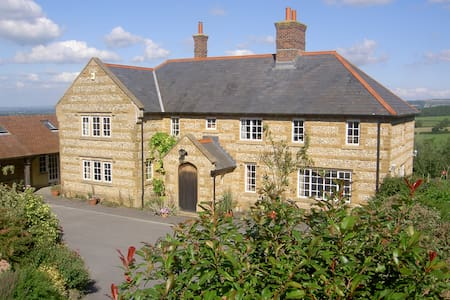 Whiteways Farmhouse Bed and Breakfa - Alton Pancras - Bed & Breakfast