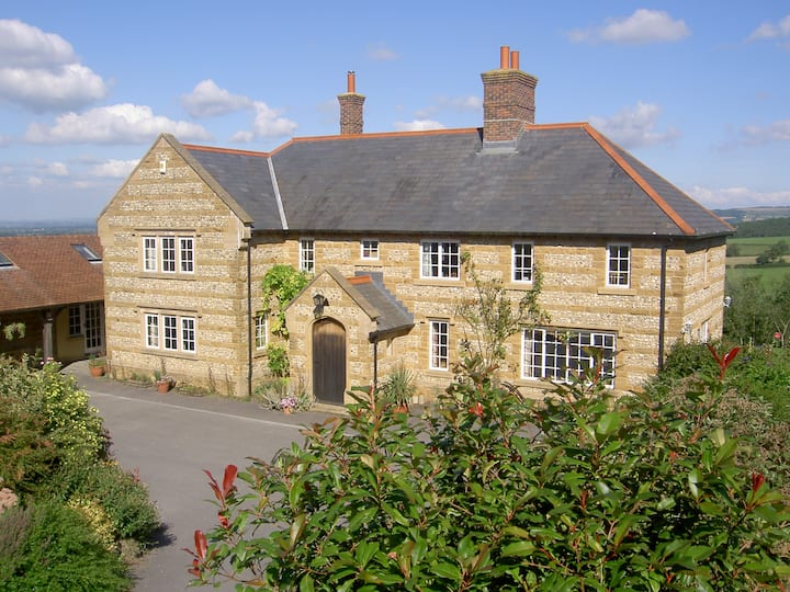 Whiteways Farmhouse-Luxury B&B with panoramic view