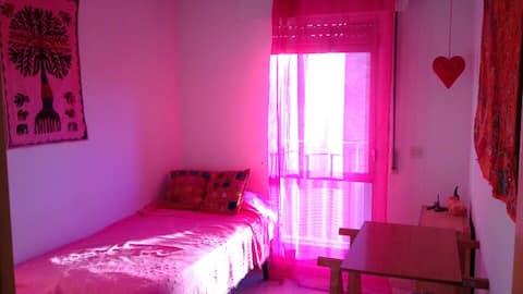 Habitación individual en apartamento tranquilo .