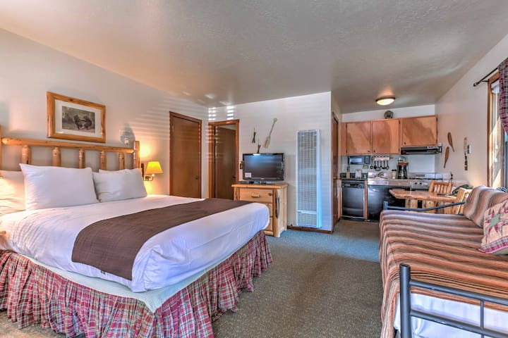 This cozy studio condo provides comfortable furnishings and modern amenities.