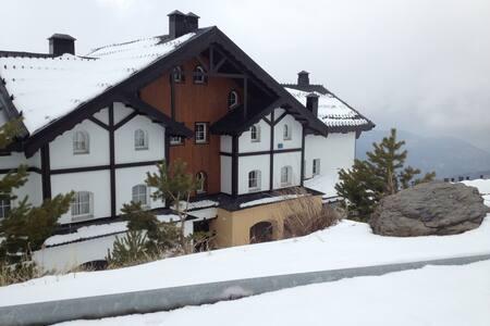 Casa de 5 dormitorios a 300 m pistas Sierra Nevada