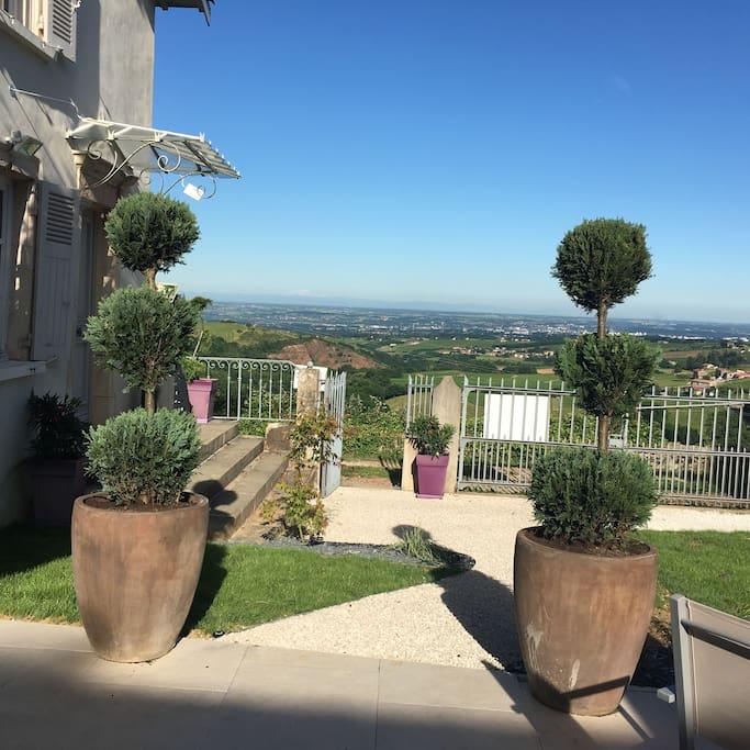 De notre terrasse vue sur les vignes et la chaine des Alpes Un coin de  paradis dans le calme et la sérénité