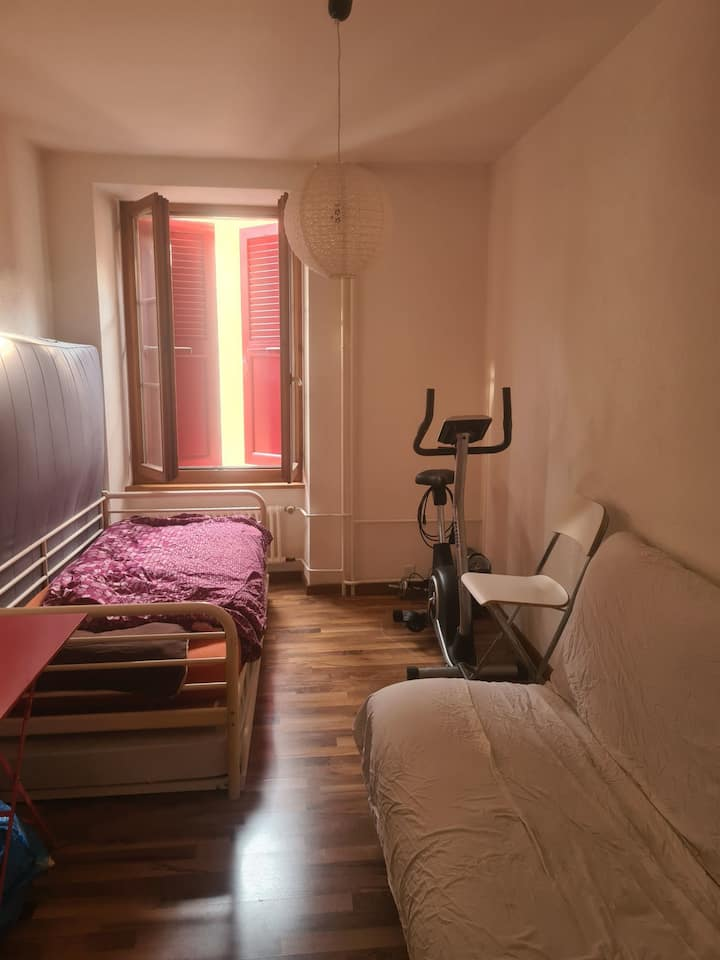 Cheap room next to the Station in Montreux