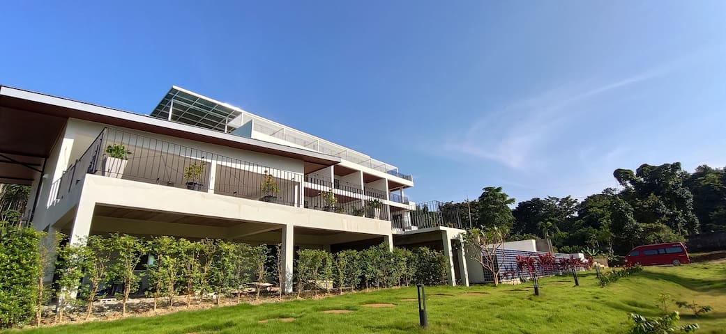 Aranya-3 Deluxe room huge balcony pool&seaview