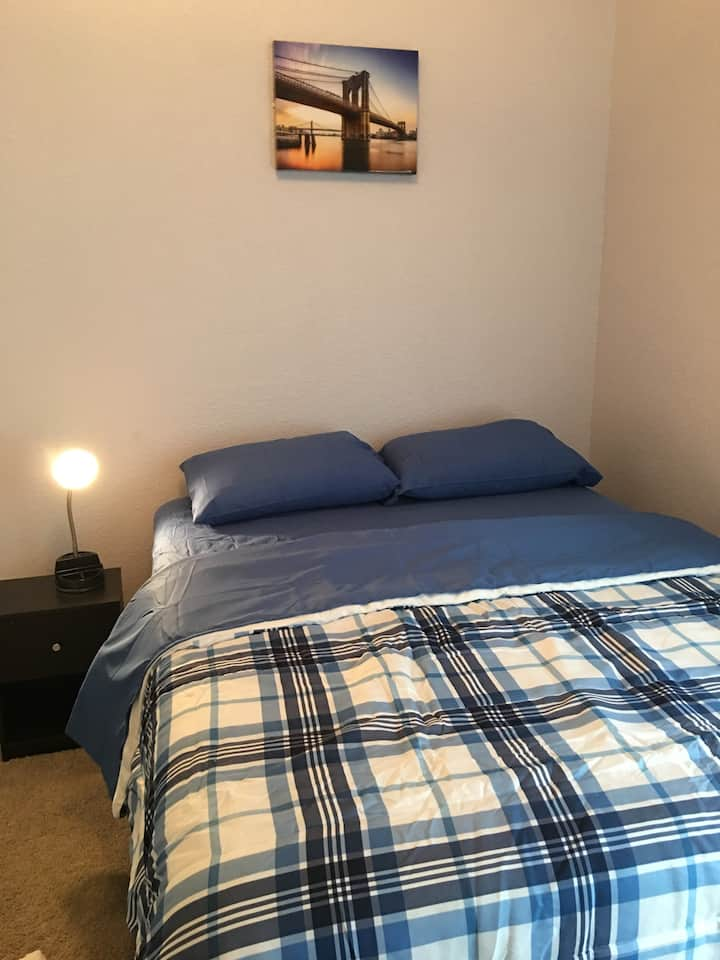Great Cozy Room with Cable TV! Near I-35W !
