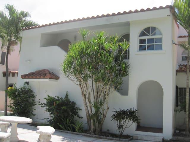 #10 Las Casas