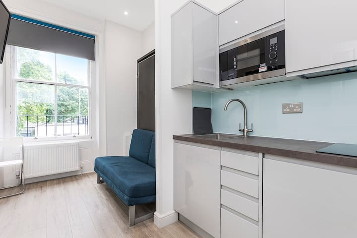 Charming & bright studio near Hyde Park, Queensway