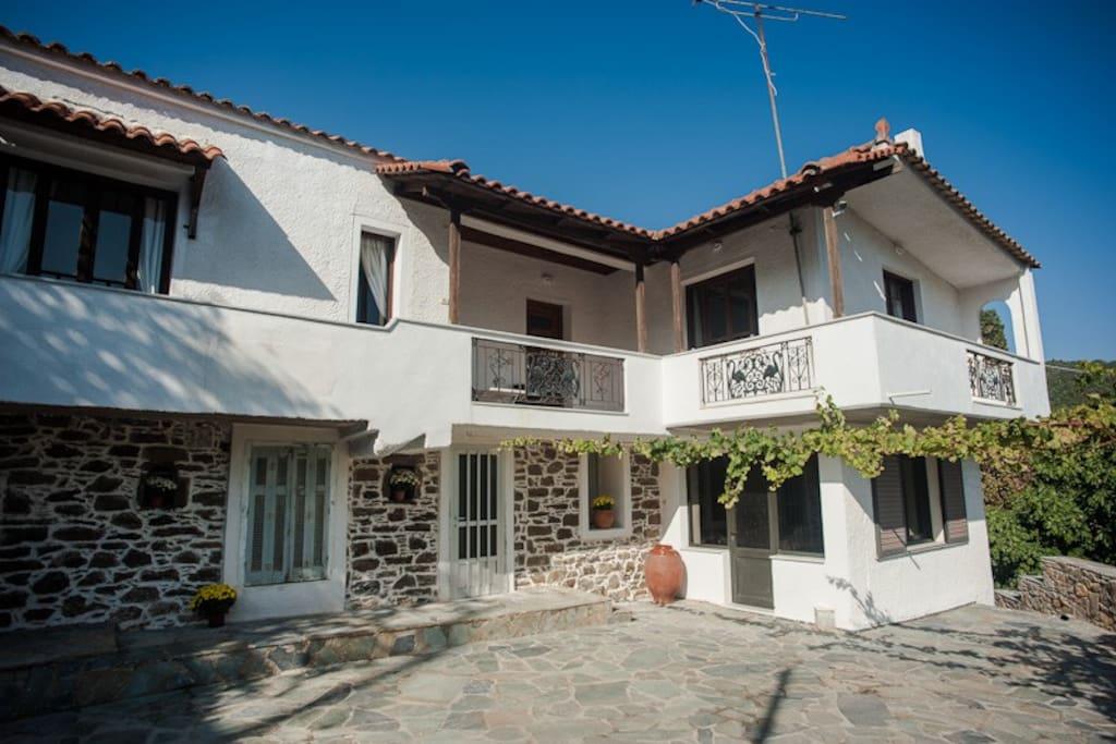 The Villa, Zarakes