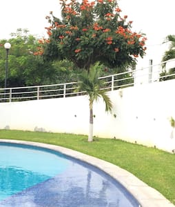 Casa de descanso con alberca cerca de Cuernavaca - Xochitepec - House