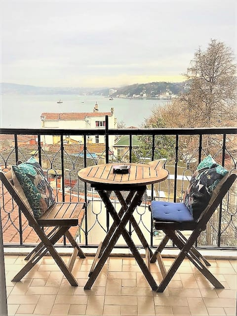 Historic Wooden Townhouse Full Sea View Apartment