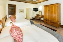 Deluxe 4 Sleeper Room (2 Double Beds) photo 1